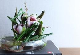 和の花をパリスタイルで入れてみました。