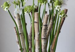 白いお花を使ってモダンのアレンジメント
