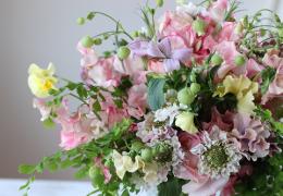 春色のロマンチックな色のブーケ