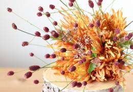 名のみの秋にはシックな色のお花や実のものを使って秋らしさを感じてください。